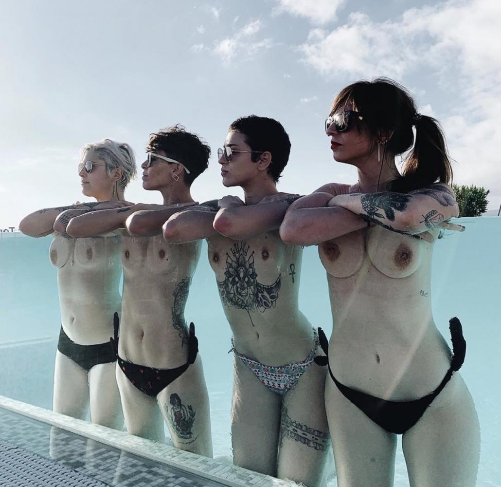 Foto subida en las redes sociales de Melo Moreno donde se ven los pezones de ella y sus amigas a través de un vidrio.