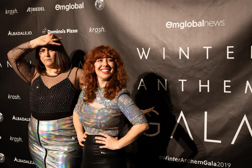 Penny Jay (@pennyjayg) y Abigail Frías (@abipower), presentadoras del IG Live de la alfombra roja
